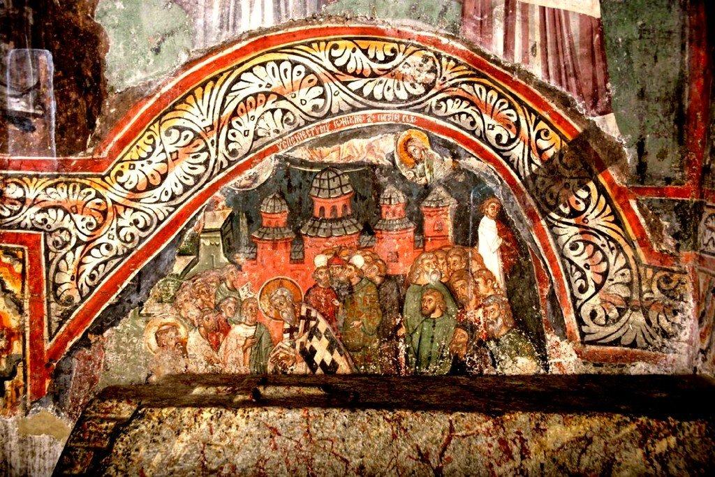 Успение Святителя Иоанникия II, Патриарха Сербского. Фреска церкви Святых Апостолов в монастыре Печская Патриархия, Косово, Сербия. Около 1355 года.