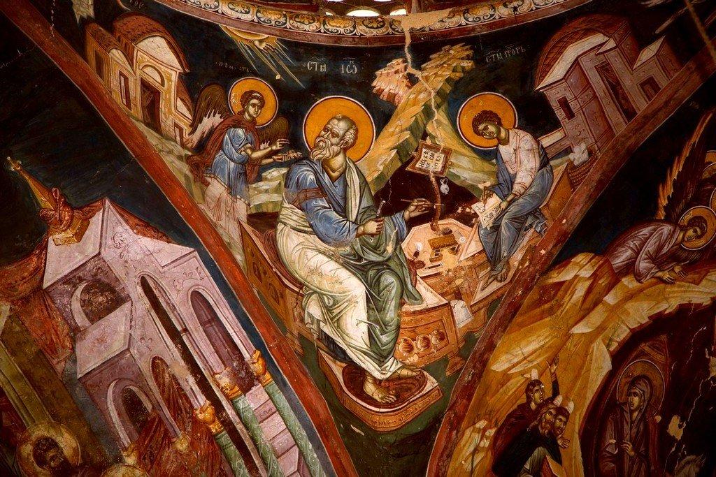 Святой Апостол и Евангелист Иоанн Богослов со своим учеником Святым Прохором. Фреска церкви Богоматери Одигитрии в монастыре Печская Патриархия, Косово, Сербия. 1330-е годы.