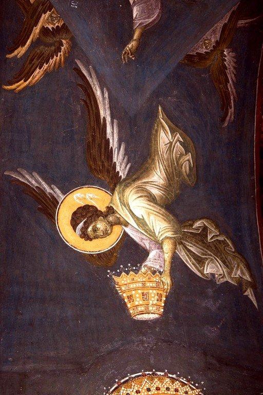 Ктиторская композиция: Господь Иисус Христос благословляет Ангелов короновать Святого Краля Стефана Уроша II Милутина и его супругу Симониду. Фреска монастыря Грачаница, Косово, Сербия. Около 1320 года. Фрагмент.