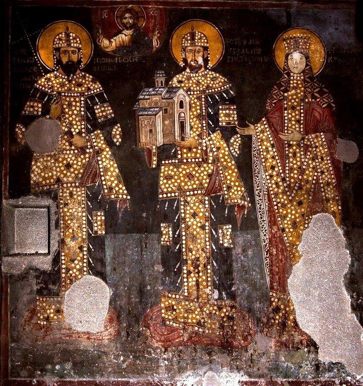 Святые Короли Стефан Урош II Милутин и Стефан Драгутин и супруга Драгутина - Кателина. Ктиторская композиция в церкви Святого Ахиллия в Арилье, Сербия. 1296 год.