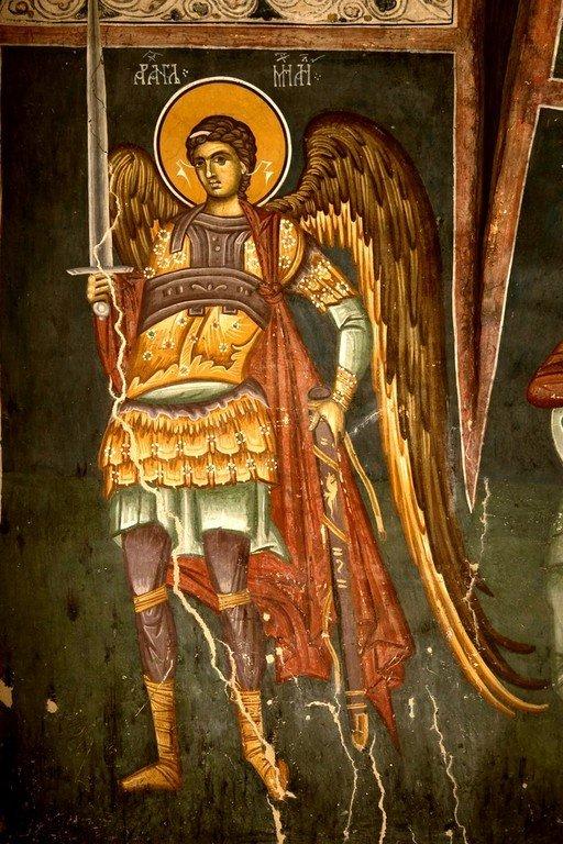Архангел Михаил. Фреска церкви Богоматери Одигитрии в монастыре Печская Патриархия, Косово, Сербия. 1330-е годы.