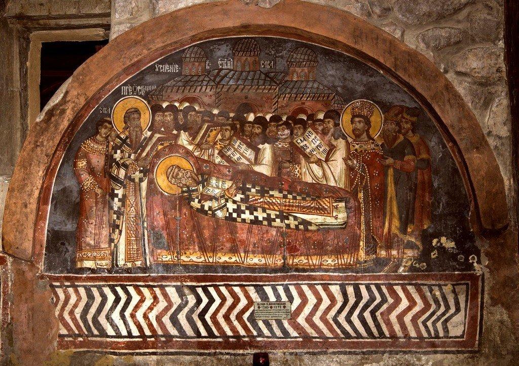 Успение Святителя Саввы II, Архиепископа Сербского. Фреска над гробницей Святителя в церкви Святых Апостолов в монастыре Печская Патриархия, Косово, Сербия.