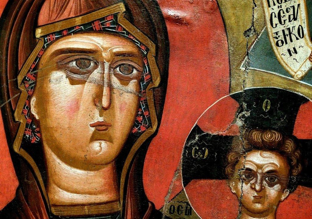 Богоматерь Одигитрия. Икона XV века. Национальный музей средневекового искусства в г. Корча, Албания. Фрагмент.