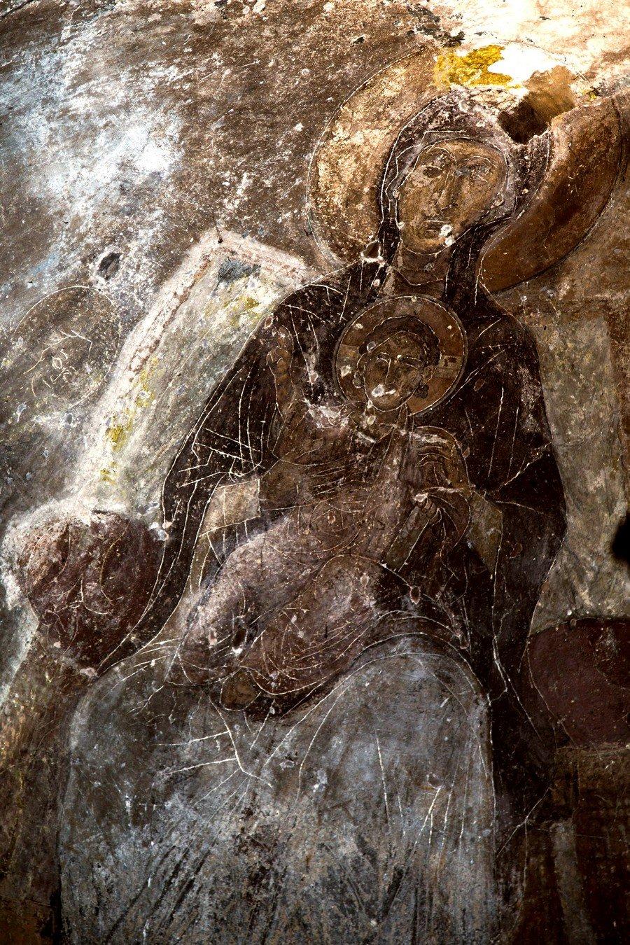 Пресвятая Богородица с Младенцем на троне. Фреска церкви Богородицы Елеусы в Велюсе, Македония. Начало XII века