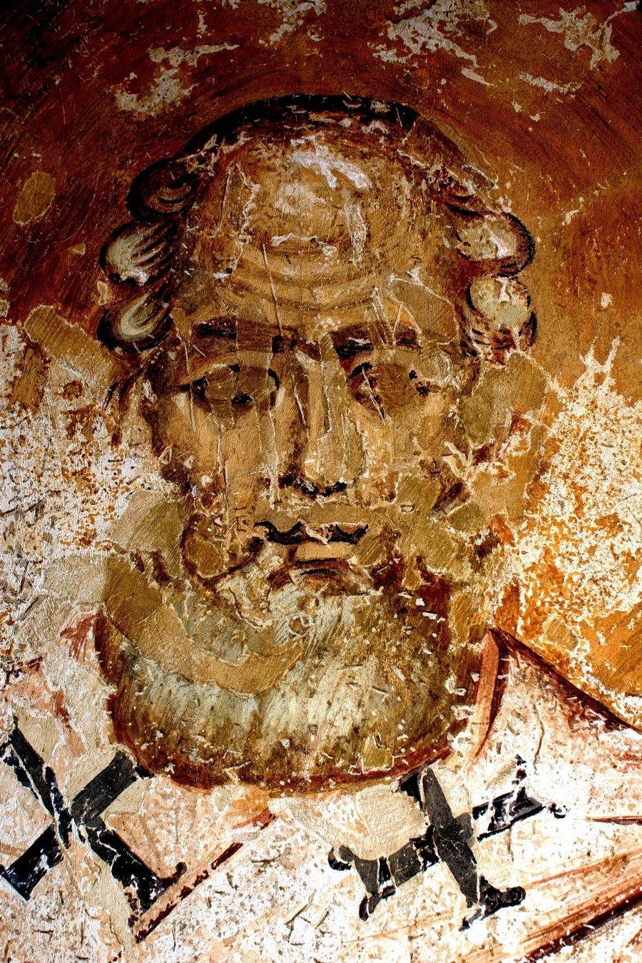 Лик Святителя. Фреска монастыря Святого Леонтия в Водоче, Македония. XI век.