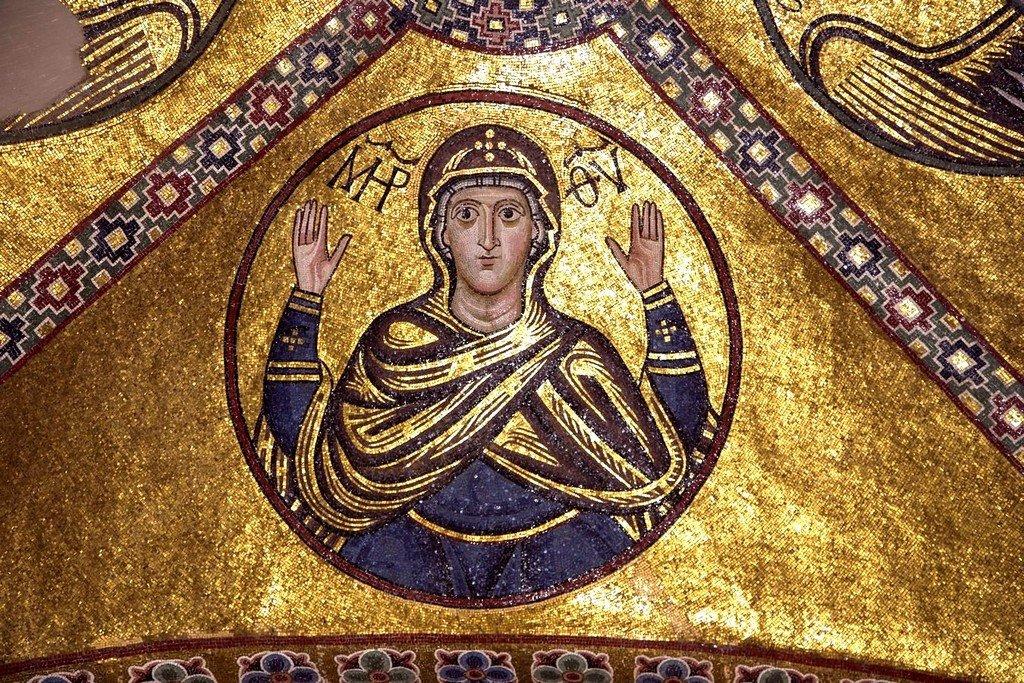 Богоматерь Оранта. Мозаика монастыря Осиос Лукас, Греция. XI век.
