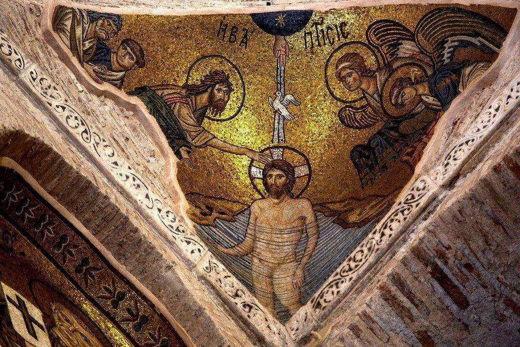 Крещение Господне. Мозаика монастыря Дафни близ Афин, Греция. XI век.