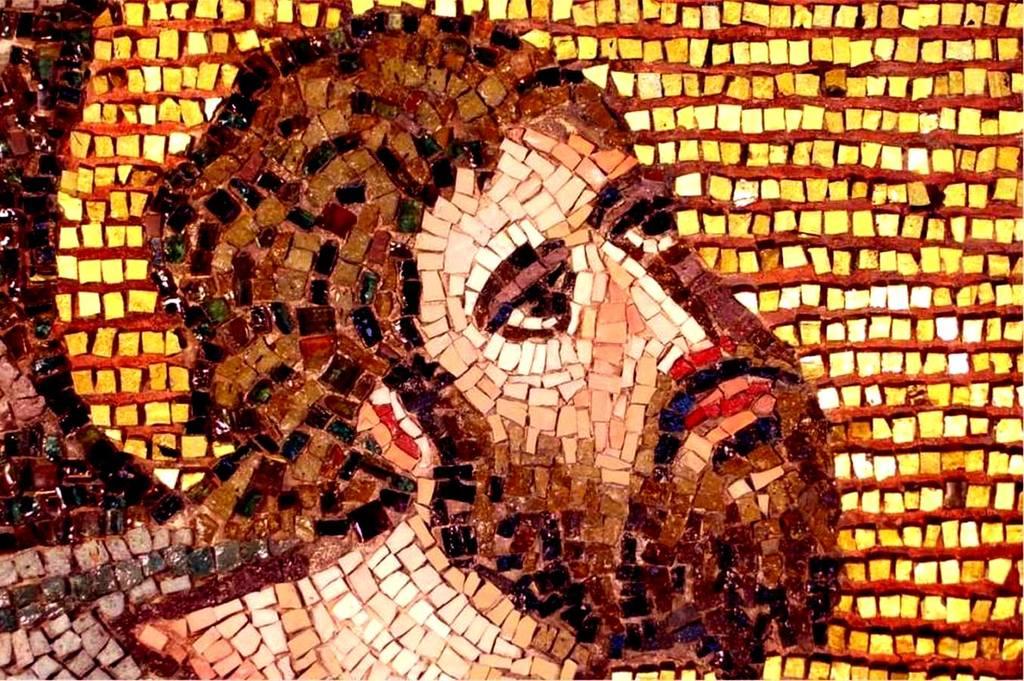 Святой Пророк Моисей Боговидец перед Неопалимой купиной. Мозаика монастыря Святой Екатерины на Синае. VI век. Лик Пророка Моисея.