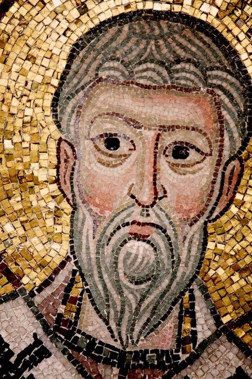 Священномученик Григорий, Просветитель Армении. Мозаика монастыря Осиос Лукас, Греция. 1030 - 1040-е годы.