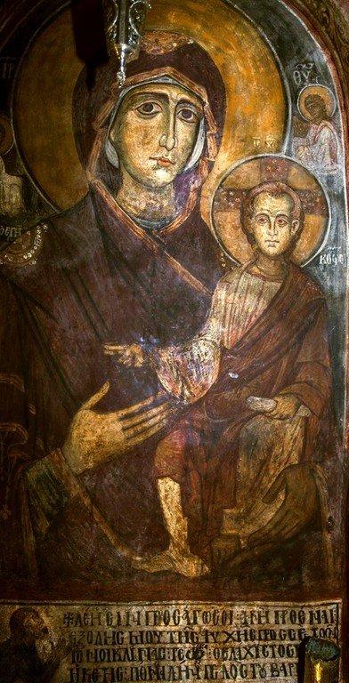 Богоматерь Горгоэпикоос (Скоропослушница). Византийская фреска в церкви Святого Стефана в Кастории, Греция.
