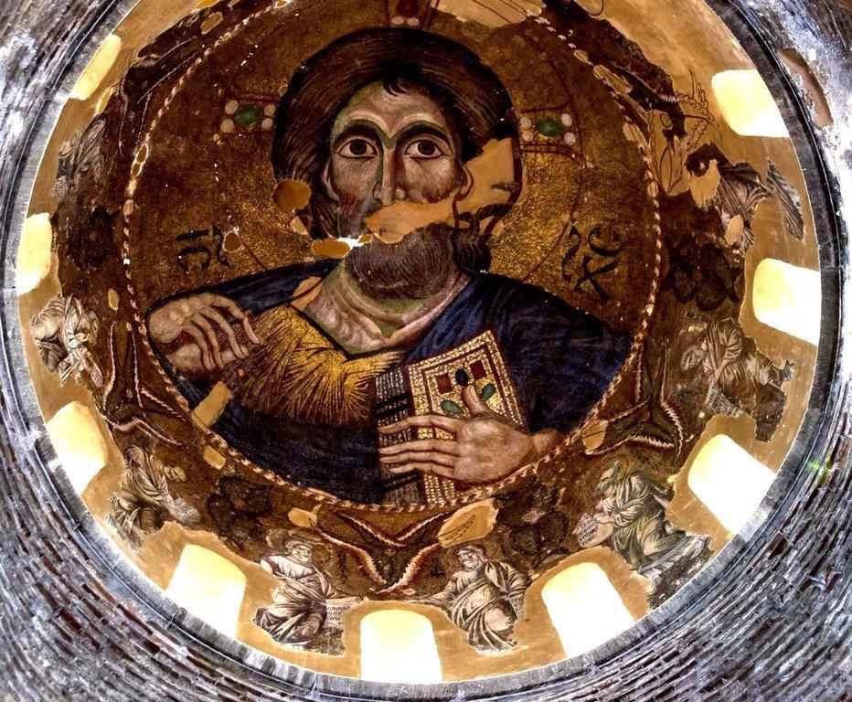 Христос Пантократор. Мозаика купола церкви Панагии Паригоритиссы в Арте, Греция. 1290 год.