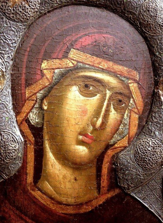"""Лик Пресвятой Богородицы. Фрагмент иконы """"Богоматерь Психосострия (Душеспасительница)"""". Византия, XIV век. Галерея икон в Охриде, Македония."""