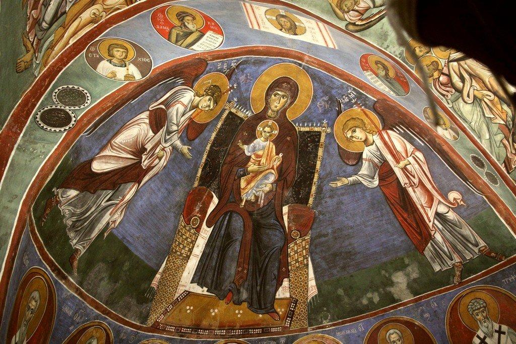 Пресвятая Богородица с Младенцем и Архангелами. Фреска церкви Панагии Аракиотиссы в деревне Лагудера на Кипре. 1192 год.