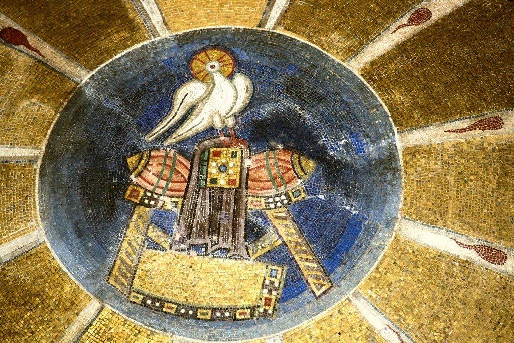 """Святой Дух. Фрагмент мозаики """"Сошествие Святого Духа на Апостолов"""". Монастырь Осиос Лукас, Греция. 1030 - 1040-е годы."""