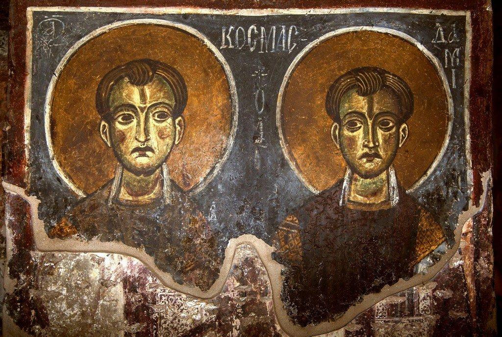 Святые Бессребреники Косма и Дамиан. Византийская фреска в церкви Святого Стефана в Кастории, Греция.