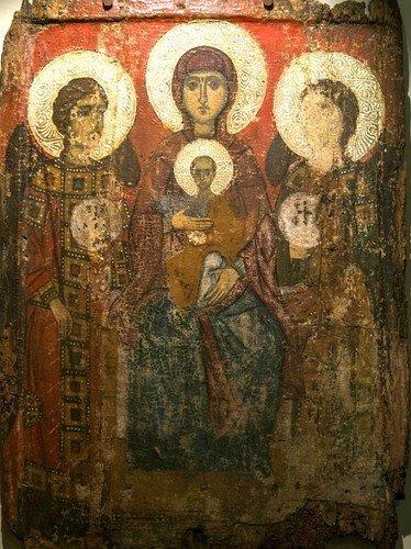 Пресвятая Богородица с Младенцем и предстоящими Архангелами. Икона. Византия, конец XII - начало XIII вв. Византийский музей в Верии, Греция.