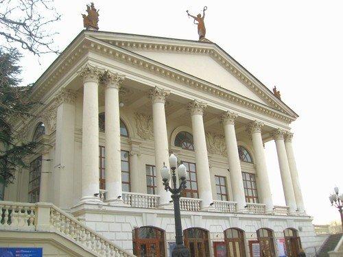Театр им.Луначарского в Севастополе.