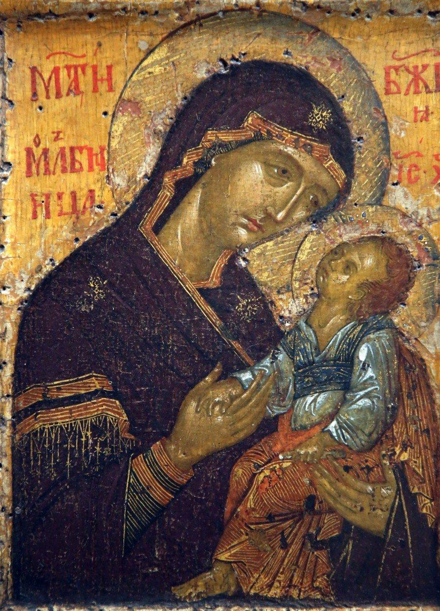 Мати Божия Молебница. Икона. Сербия, последняя четверть XIV века. Государственная Третьяковская галерея.