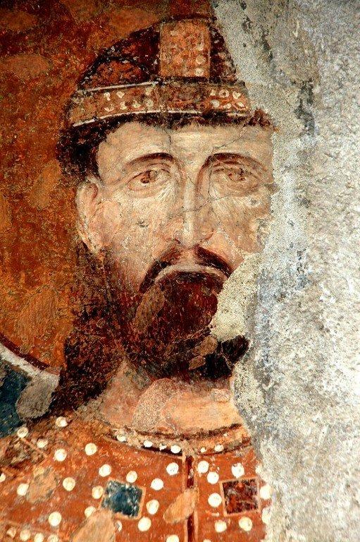 Младой краль (принц) Урош, впоследствии Святой Стефан Дечанский, Король Сербский. Фрагмент фресковой ктиторской композиции в церкви Богородицы Левишки в Призрене, Косово и Метохия, Сербия. Около 1310 - 1313 годов.