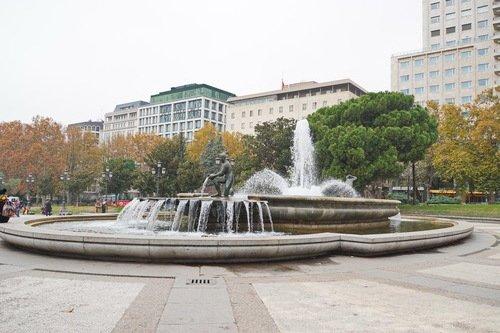 Фонтан на площади Испании
