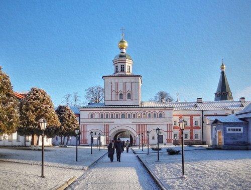 Михайловская надвратная церковь