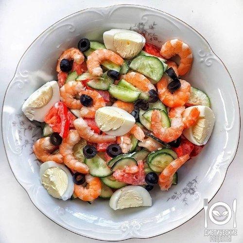 САЛАТ с креветками и овощами.